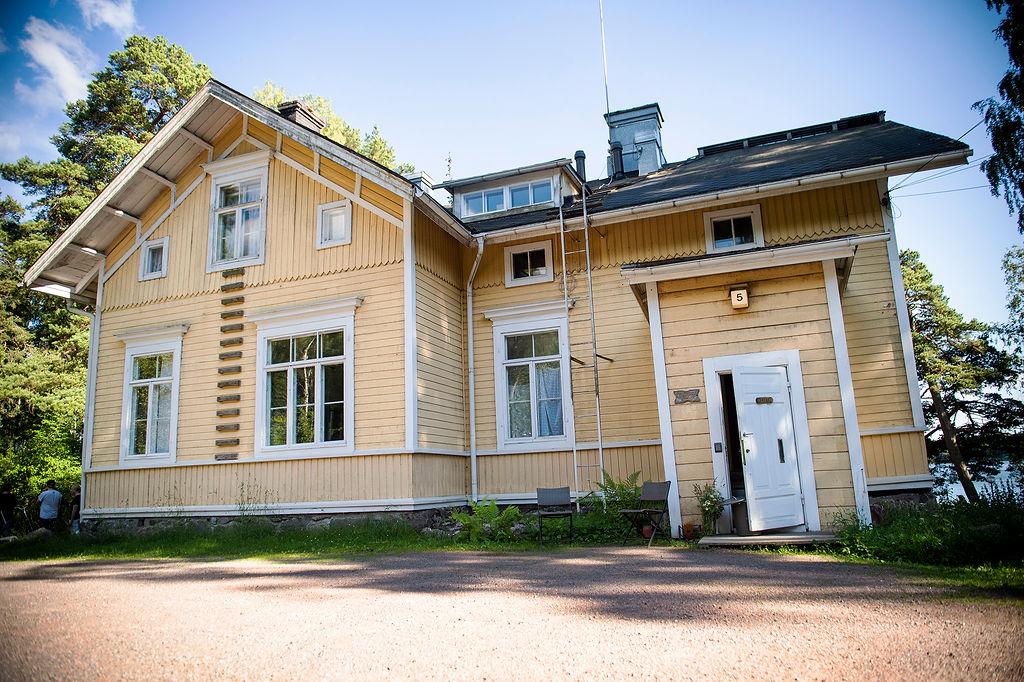 Villa Furuvik kartano – majoitus ja juhlatilat merenrannalla Helsingissä