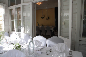 Häät, kattaus ja juhlatila Villa Furuvik kartano