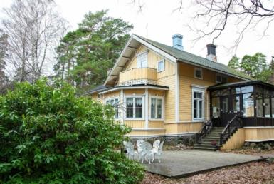 Villa Furuvik huvilan sisäänkäynti